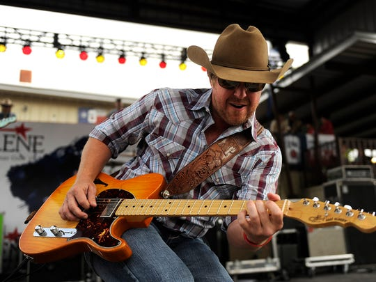 Kyle Park performs during the 2017 Outlaws and Legends