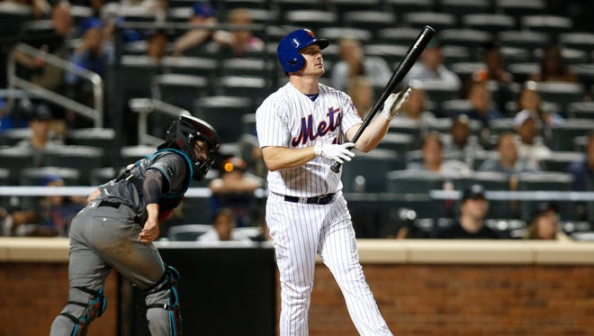 Arizona Diamondbacks catcher Tuffy Gosewisch, left, watches as New York Mets Jay Bruce reacts after striking out with a runner on first during the eighth inning of a baseball game, Tuesday, Aug. 9, 2016, in New York. The Diamondbacks defeated the Mets 5-3.