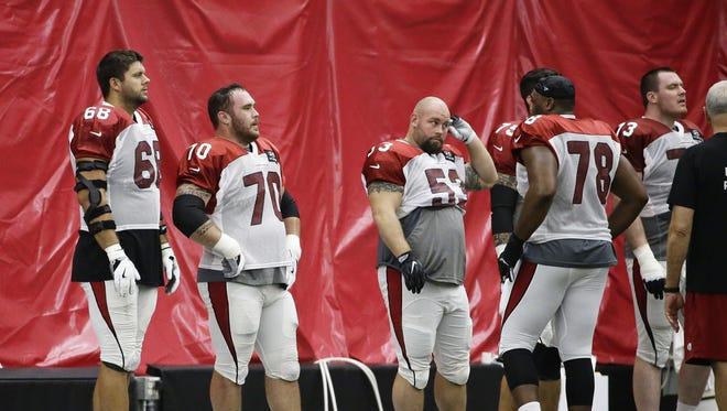 Arizona Cardinals Jared Veldheer (68), Evan Boehm (70) and A.Q. Shipley (53) during practice at Arizona Cardinals Training Facility on Wednesday, Sep. 13, 2017 in Tempe, Ariz.