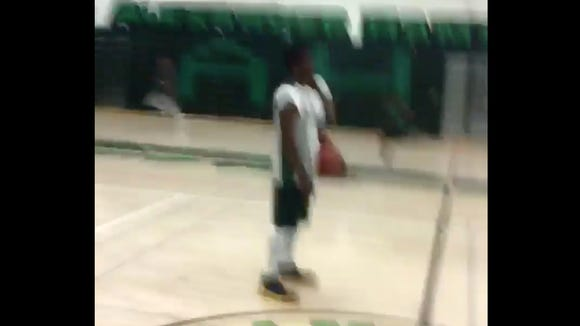 HS basketball player astonishingly shatters the backboard while practicing poster dunks