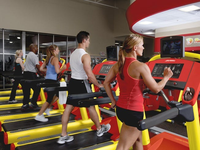 Enter to win a year long membership to Retro Fitness Now-1/26!
