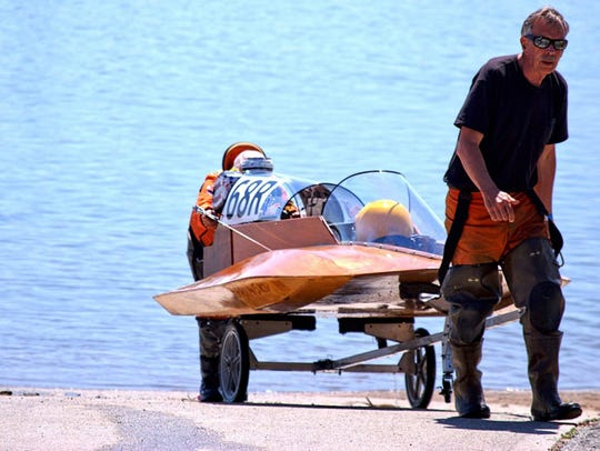 Bob Smiley pulling boat out of water at Oroville.