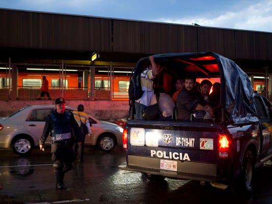 Mexico Metro Train Cr_Mend.jpg