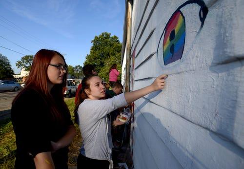 Students cleanup graffiti, create art
