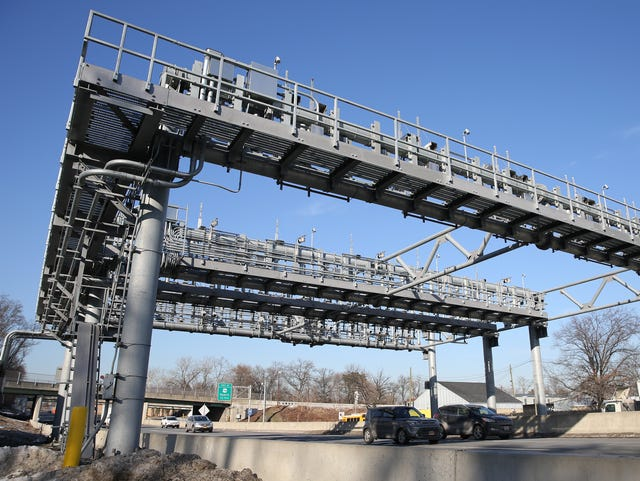 Cashless tolls: Woman sues MTA, Port Authority and NY Thruway