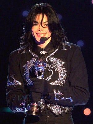 MJ at the 2000 World Music Awards ceremony in Monaco.