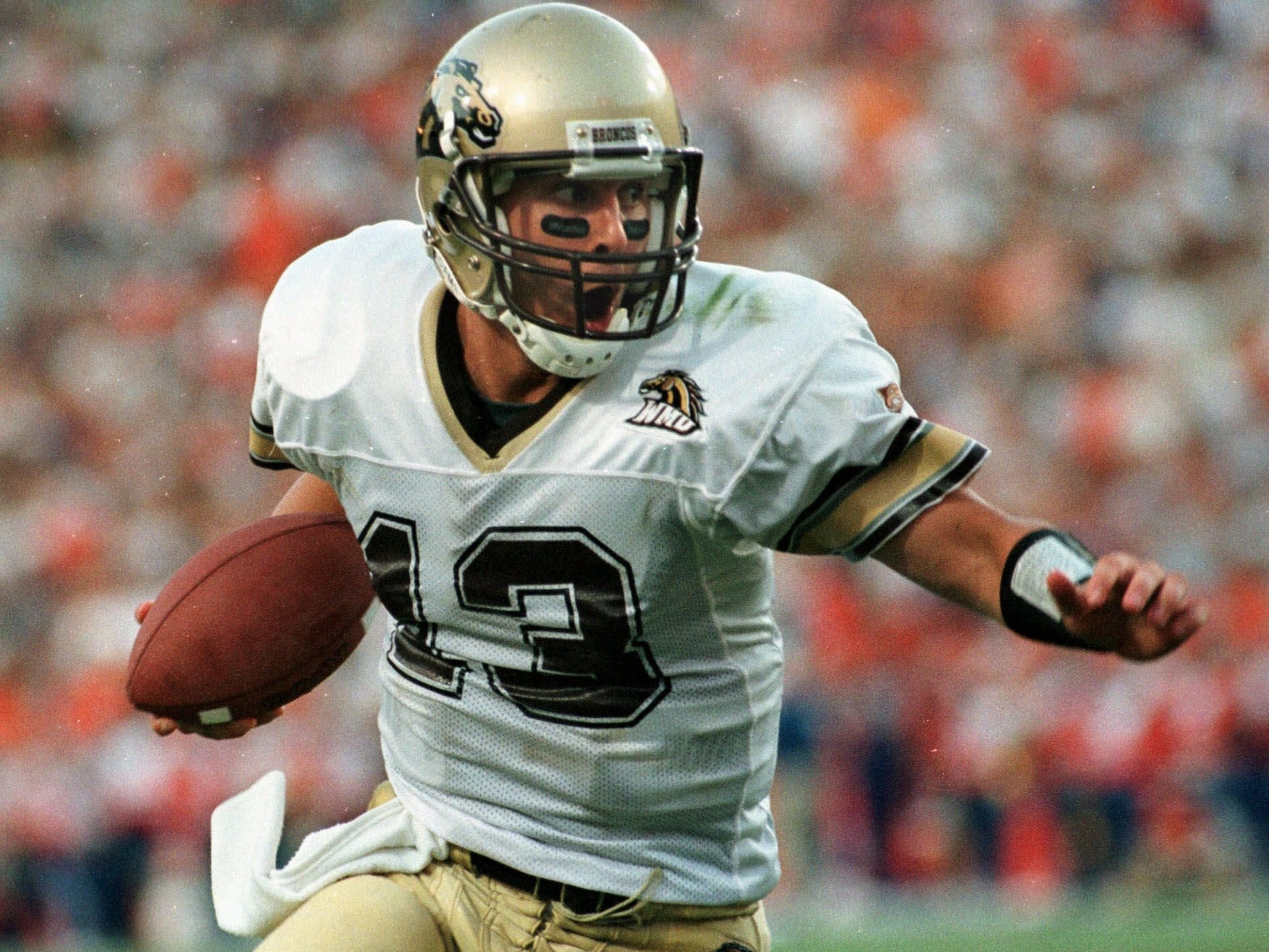 Tim Lester runs with the ball against Florida on Sept. 4, 1999.