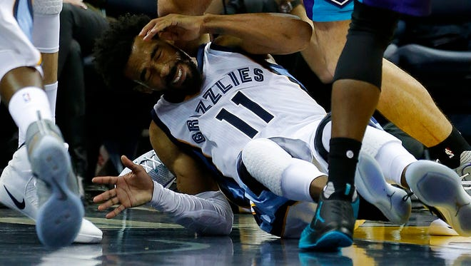 Memphis Grizzlies guard Mike Conley is hit in the back by Charlotte Hornets center Frank Kaminsky at FedExForum Monday, Nov. 28, 2016. Conley left for the locker room following the play and did not return.