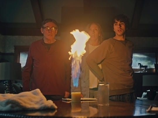 Steve (Gabriel Byrne), Annie (Toni Collette) and Peter (Alex Wolff) hold a spine-chilling séance for a dead relative.