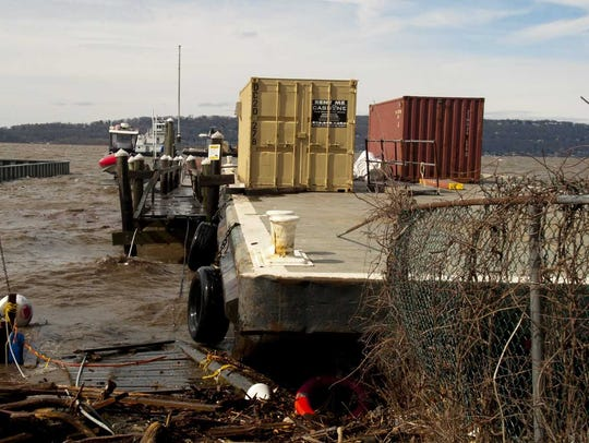 Several Tappan Zee Constructor barges got free from