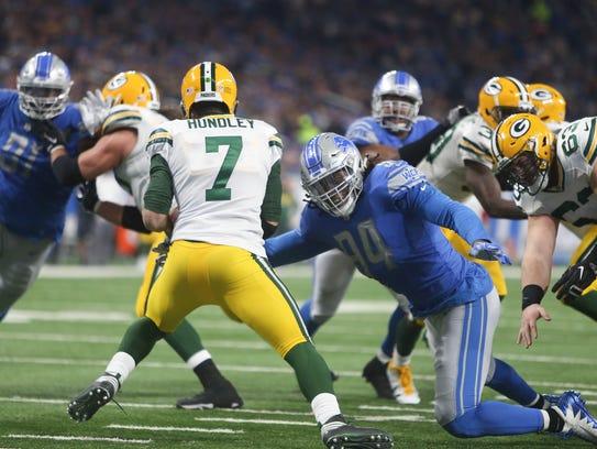 Lions' Ziggy Ansah sacks the Packers' Brett Hundley