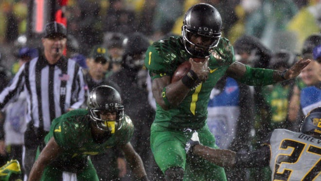 Oregon is making a charge at Alabama for the No. 1 spot in the USA TODAY Sports weekly re-ranking.