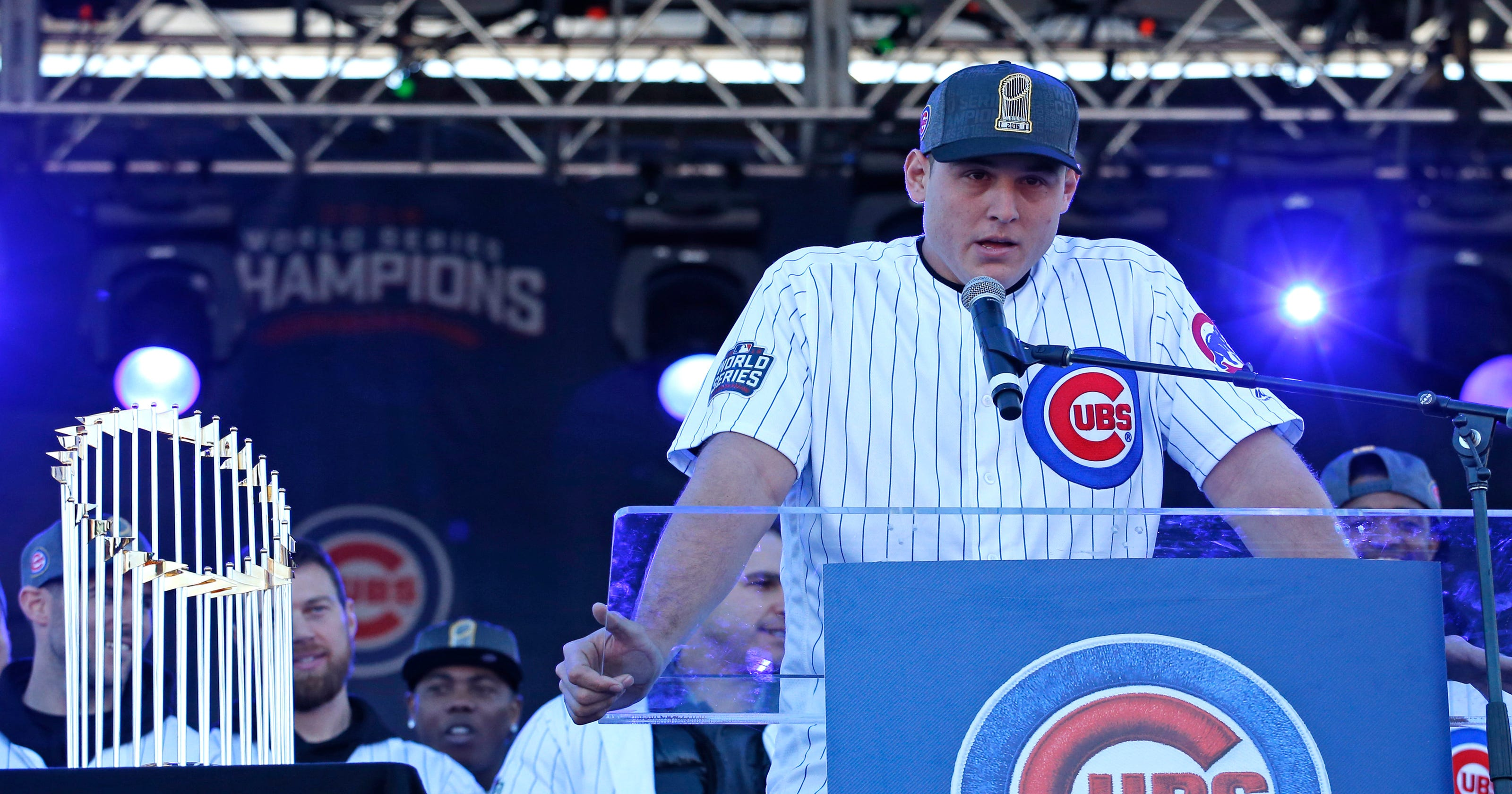 57b8898ec Emotional Anthony Rizzo honors retiring David Ross at Cubs rally