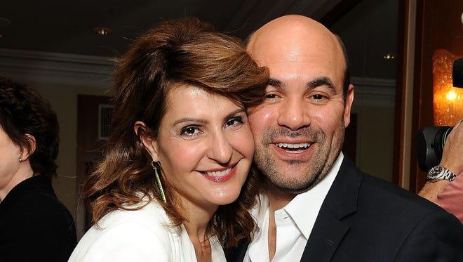 Nia Vardalos (L) and Ian Gomez at the 2011 Academy Awards.