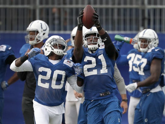 Colts cornerback Vontae Davis (21) has swiped an interception