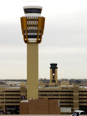 The control tower at Phoenix Sky Harbor International Airport.