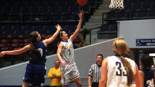 Newport Central Catholic's Ansley Davenport hits the go-ahead layup with 32 seconds left as the 'Breds defeated Glasgow.