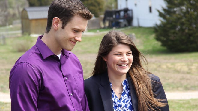 """Bobby Smith and Tori Bates stand together in a """"Bringing Up Bates"""" episode."""