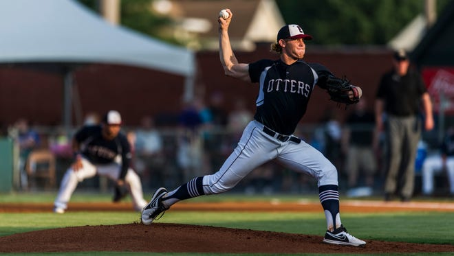 Evansville's Max Duval (25) pitches during the second inning against the Joliet Slammers at Bosse Field in Evansville, Ind., on Friday, July 7, 2017. The Otters defeated the Slammers, 10-5.