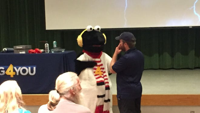 Snowbird from Channel 4 took pictures with the audience. According to Channel 4, he makes snow days for school children.