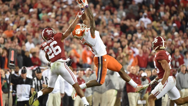 Clemson wide receiver Mike Williams (7) makes a catch while defended by Alabama  defensive back Marlon Humphrey (26) during the fourth quarter in the 2017 College Football Playoff National Championship Game.