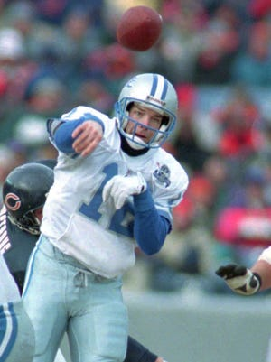 In a Detroit Free Press file photo, Lions QB Erik Kramer completed this 3rd quarter pass to Eric Lynch against the Chicago Bears.