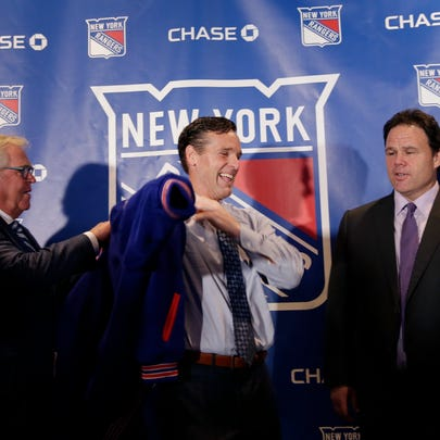 The New York Rangers new head coach David Quinn, center,