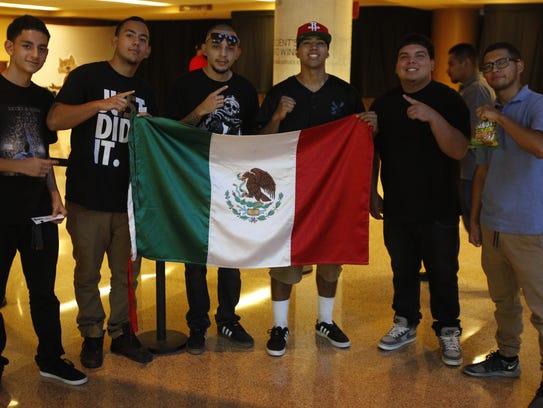 """Con la bandera mexicana para apoyar al """"Kochul"""", asistieron"""