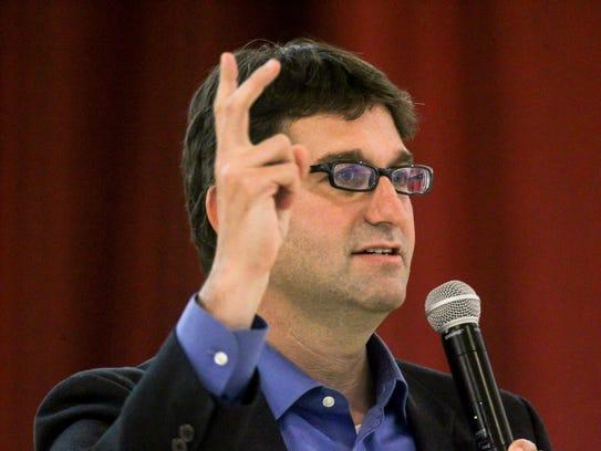 Matt Meyer addresses the Indian community during Diwali
