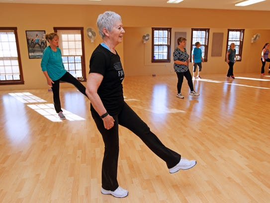 Marilyn Short, center, works out in the Dance Mixx