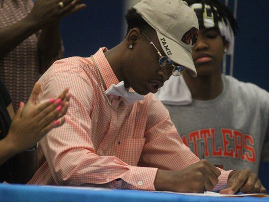 Rickards wide receiver Kendrick Kelly signs his letter