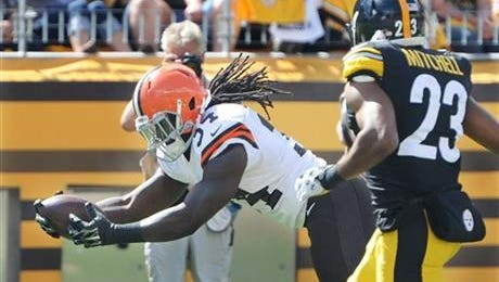 Isaiah Crowell scored twice in his rookie debut in the Cleveland Browns' 30-27 loss Sunday at Pittsburgh