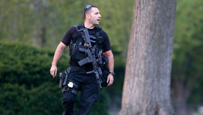 A member of the U.S. Secret Service Emergency Response Team (ERT) stands watch on the North Lawn at the White House in Washington, on Aug. 7, 2014.