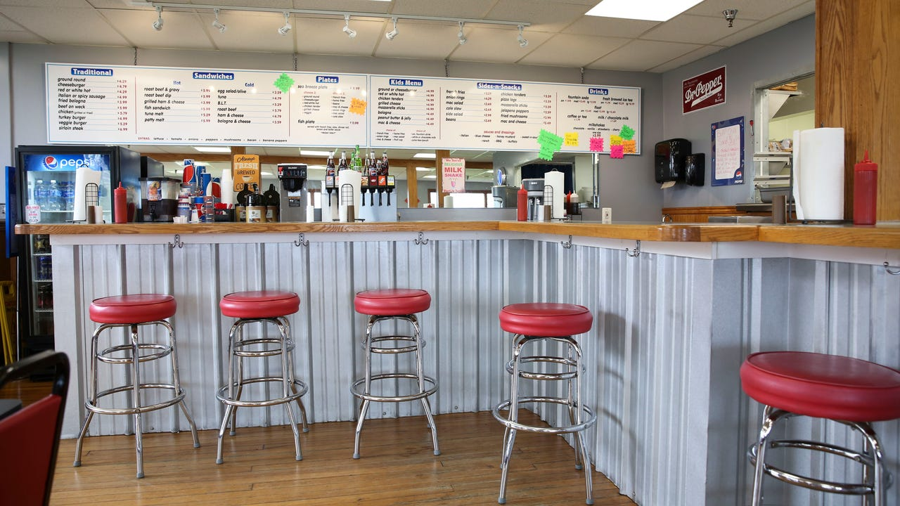 Seabreeze Lakeview Hots is owned by two families that strive for quality fare at approachable prices.