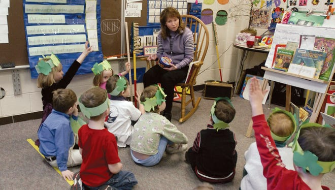 Student teacher Pam Bower reads to kids in the Beginder-Garten class at Latson Elementary School in Howell, Michigan March 16, 2005.