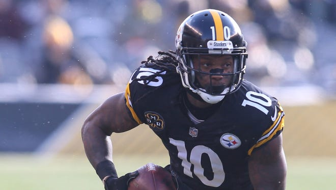 Pittsburgh Steelers wide receiver Martavis Bryant (10) runs after a catch against the Cleveland Browns during the second quarter at Heinz Field.
