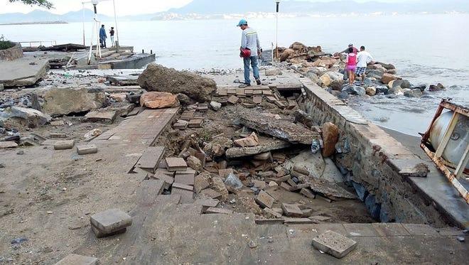 """El malecón de Manzanillo quedó afectado por el paso del huracán """"Patricia""""."""
