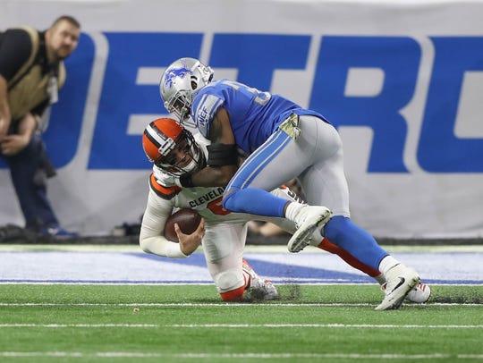 Detroit Lions' Tavon Wilson sacks Cleveland Browns'
