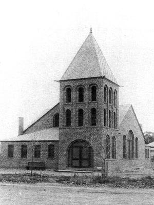 When the stately First Congregational Church of Tempe with its 50-foot high steeple was dedicated at Sixth Street and Myrtle in 1899, no one thought it would one day become Tempe's oldest church on the same site.