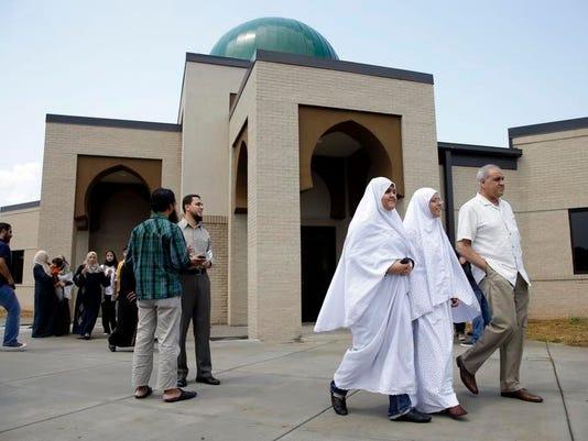 -MURBrd_11-01-2012_DNJ_1_A002~~2012~10~31~IMG_mosque_1_1_0F2KSAG8~IMG_mosque.jpg
