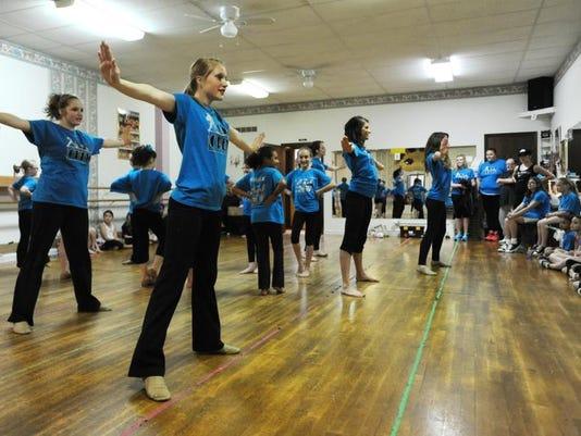 zan 0515 dance crew.jpg