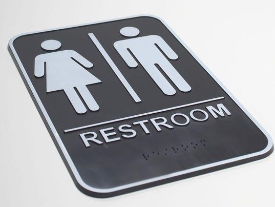 635980345295364351-restroomsign.jpg