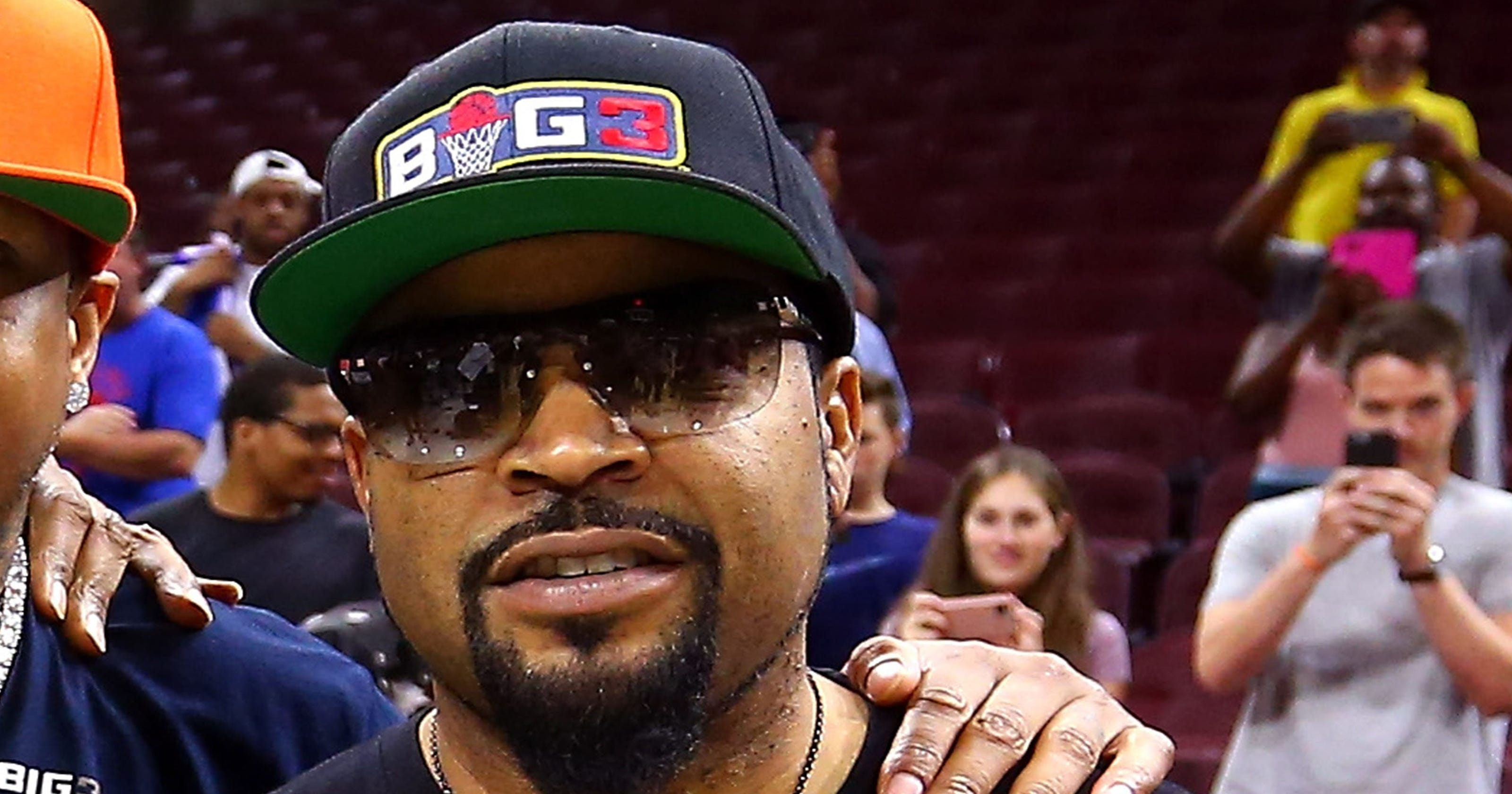 donald trump gets message from ice cube big3 basketball in nyt ad. Black Bedroom Furniture Sets. Home Design Ideas
