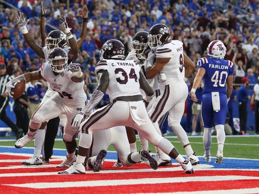 Mississippi State's Jeffery Simmons (94) recovers a
