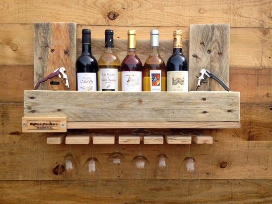 A wine rack from a website, 1001pallets.com, where