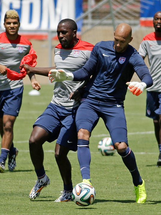 U.S. goalie Tim Howard, second from right, and teammates train for the World Cup soccer tournament on Thursday, May 22, 2014, in Stanford, Calif. (AP Photo/Ben Margot)