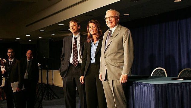 Warren Buffett (right) stands with Bill and Melinda Gates on June 26, 2006 at a news conference where Buffett spoke about his financial gift to the Bill and Melinda Gates Foundation in New York City.