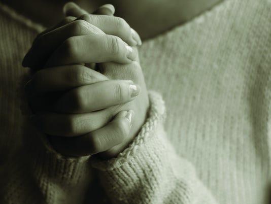 635665351122836582-Praying