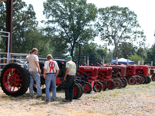 636102485820924617-Antique-Tractor-Show-39-.JPG