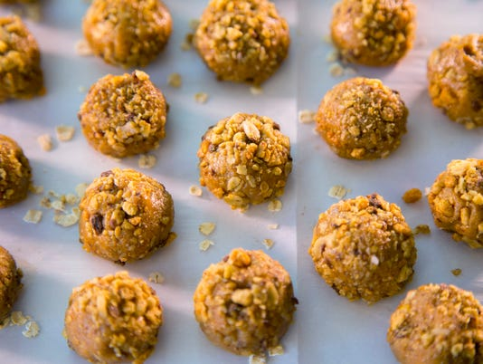 Cooking with honey | Honey Nut Balls with Granola (H - top view)